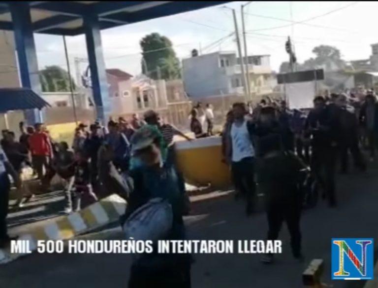 Grupo de migrantes hondureños que buscan ingresar al territorio mexicano