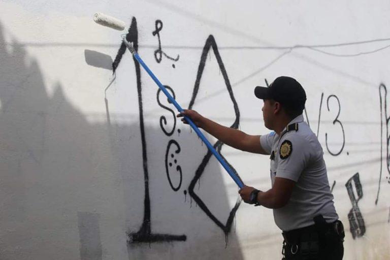 PNC eliminan grafitis de grupos criminales