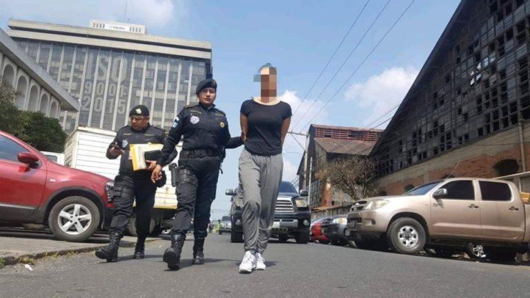 BRASILEÑA CAPTURADA Pretendía viajar con $20 mil 700 ocultos en una maleta