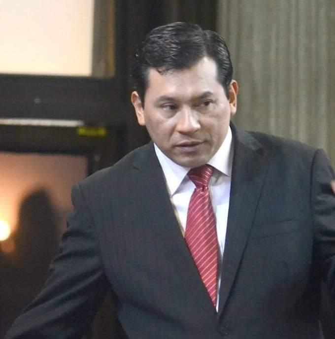 Profugo desde la semana pasada, diputado se entregó a la justicia guatemalteca.