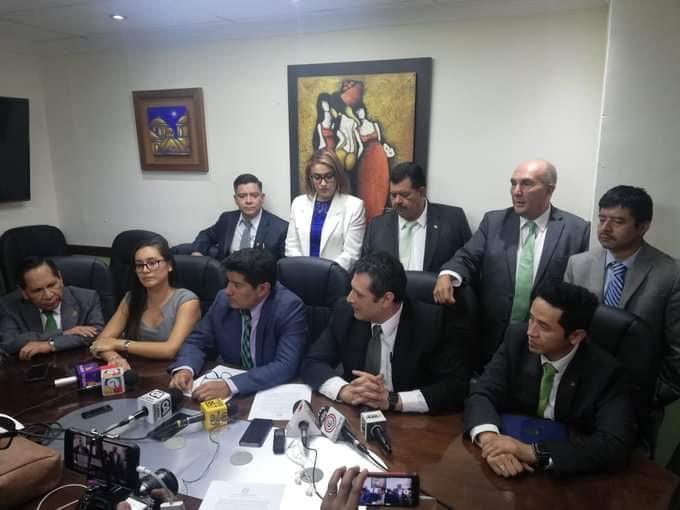 GUATEMALA La bancada  UNE solicita la expulsión