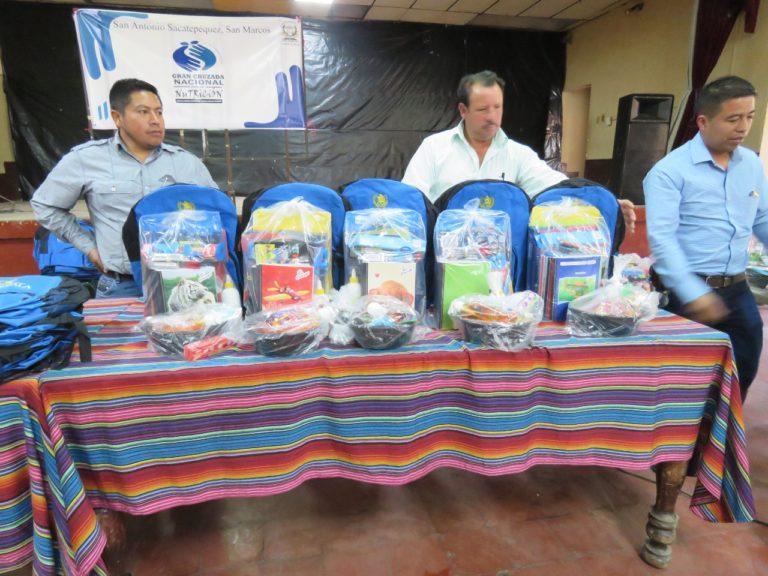 SAN MARCOS Niños beneficiados por Kits de útiles escolares